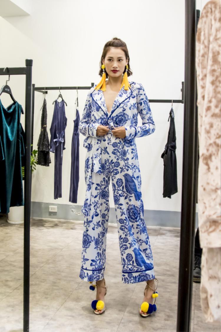 Nàng stylist Pông Chuẩn cũng xuất hiện tại show diễn Xuân Hè 2017 của nhà mốt XITA.
