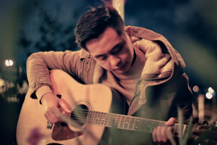 Đẹp trai là một lợi thế, nhưng tài năng mới chính là thứ giúp Trọng Nhân chinh phục trái tim cộng đồng yêu âm nhạc.