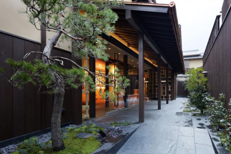 Quang cảnh bên trong vô cùng thanh tĩnh và cổ kính với không gian truyền thống của Nhật Bản.