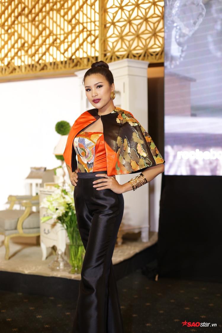 Á hậu 3 Miss Eco Nguyễn Thị Thành xuất hiện tươi rói sau khi nộp phạt do phạm nội quy thi nhan sắc quốc tế mà chưa được cấp giấy phép.