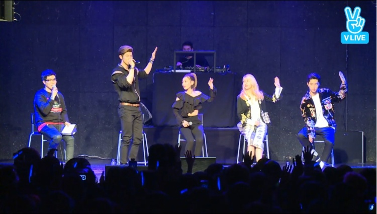 Giờ là lúc học vũ đạo của hit mới Rumor: Vẫy tay 4 lần thật phiêu theo nhạc giống như BM nhé!