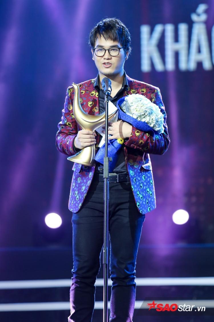 Khắc Hưng là nhân vật duy nhất được xướng tên ở cả 2 hạng mục: Nhà sản xuất của năm và Nhạc sĩ của năm. Xuất sắc vượt qua nhiều đối thủ lớn khác.