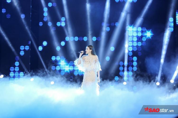 Hồ Ngọc Hà hát Keep Me in Love.