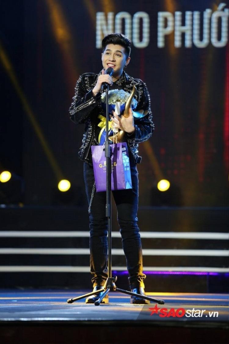 Noo Phước Thịnh được xướng tên tại giải thưởng quan trọng nhất: Ca sĩ của năm.