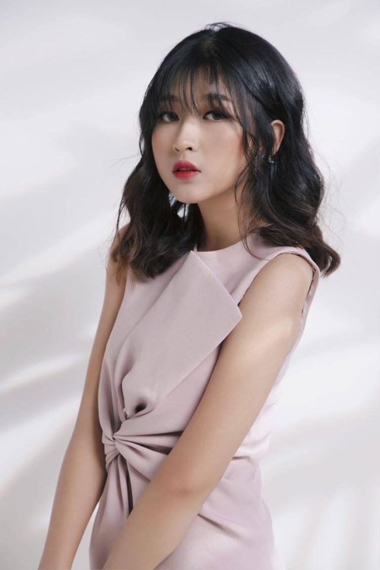 Vui vẻ, hòa đồng, nhiệt tình và không ngừng học hỏi. Đó là những ấn tượng đầu tiên khi tiếp xúc với Nguyễn Kim Chi - nữ diễn viên chính của series phim học đường đang là mưa làm gió trên mạng xã hội.