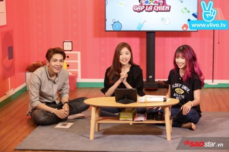 Tiếp đó, Jin Ju chia sẻ cô cảm thấy rất vui khi có dịp gặp gỡ, giao lưu cùng Khởi My và Kelvin Khanh. Cô bạn cũng tranh thủ gửi lời chúc mừng hạnh phúc tới cả hai khi biết họ vừa làm đám hỏi.