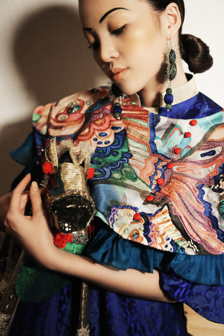 Sởn da gà với màn lên đồng của dàn người mẫu trong show diễn Mộng mị từ NTK Thủy Nguyễn