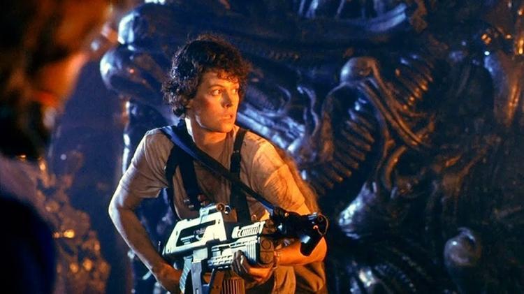 Nữ diễn viên Sigourney Weaver với nhân vật để đời Ripley bản lĩnh chống quái vật.