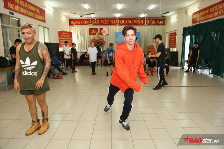 S.T đổ mồ hôi miệt mài tập luyện vũ đạo cho đêm Chung kết Remix New Generation