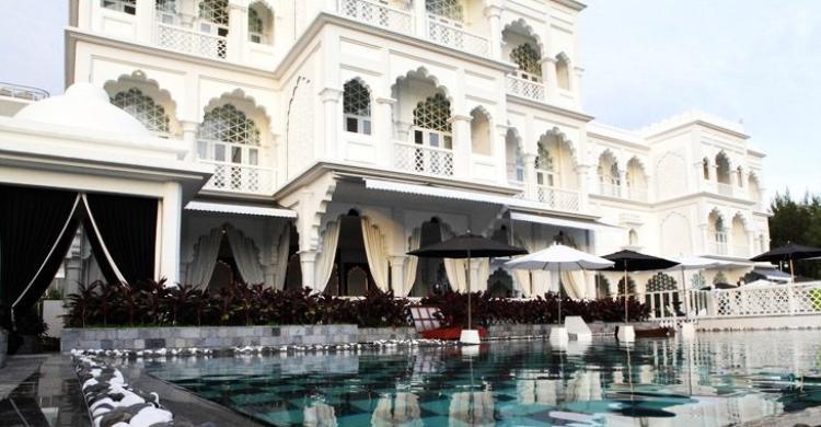 Nằm ở vị trí đắc địa tại ngay trung tâm khu đô thị Phú Mỹ Hưng (quận 7), lâu đài Khaisilk Tajmasago không chỉ được đánh giá là một trong những lâu đài xa hoa, diễm lệ bậc nhất Sài thành mà còn nổi tiếng với phong cách ẩm thực thuộc hàng đẳng cấp.