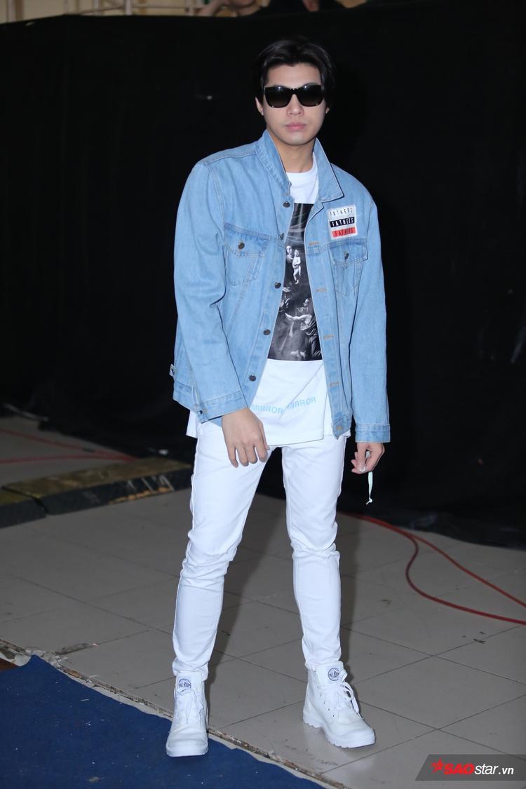 Noo Phước Thịnh bất ngờ mang trăn trình diễn ở Chung kết Remix New Generation 2017