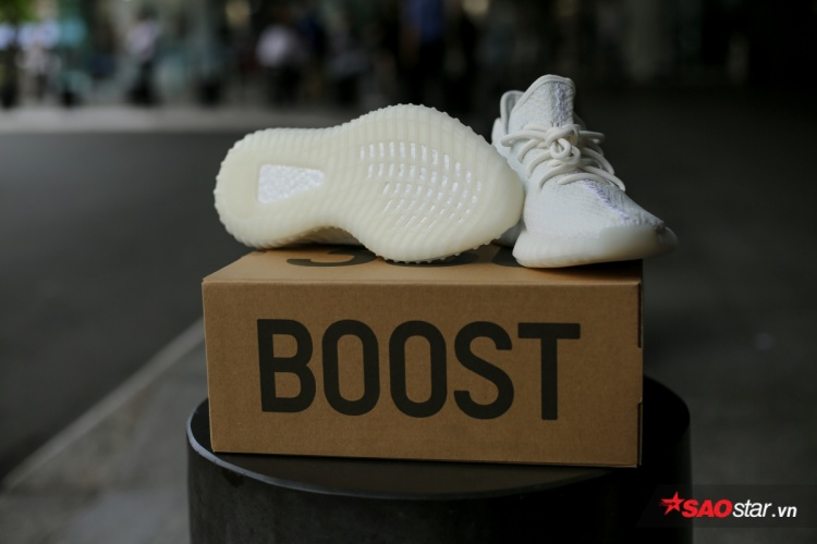 Đến phần đế boost đặc trưng cũng trắng, quả xứng danh Cream White!