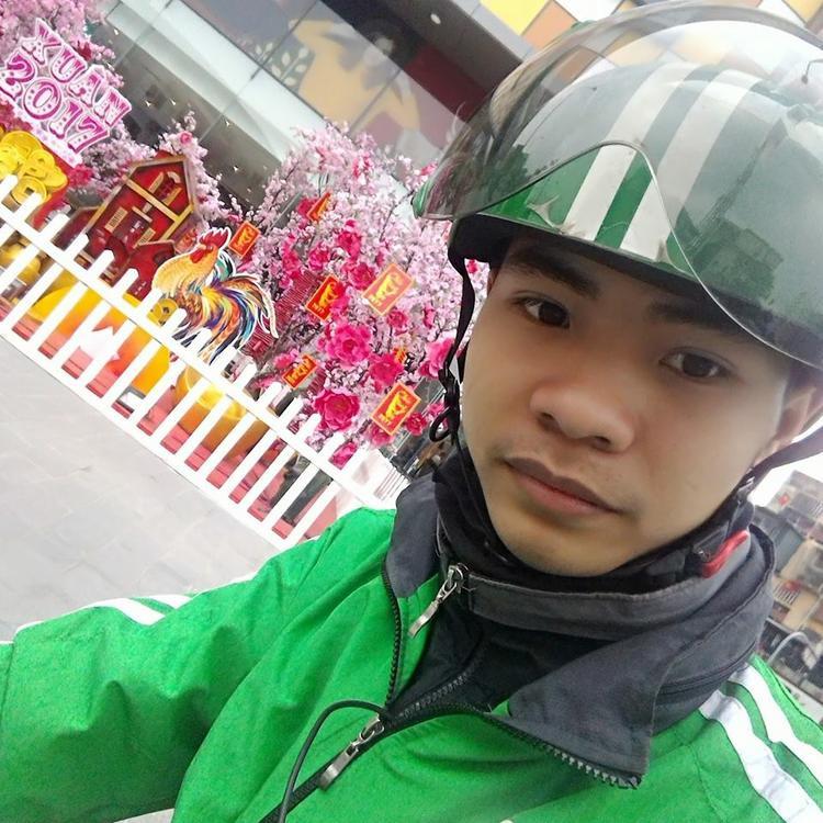 Chàng trai 9x Nguyễn Văn Đôn hiện đang làm tài xế cho hãng Grab.