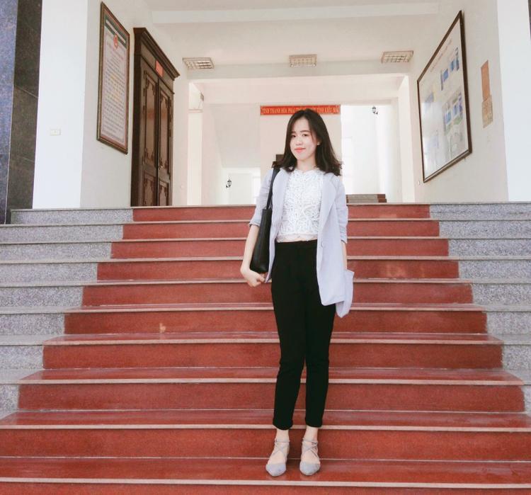 Mỹ Linh, cô nàng sinh viên năng động đam mê với công việc bán hàng quần áo online.