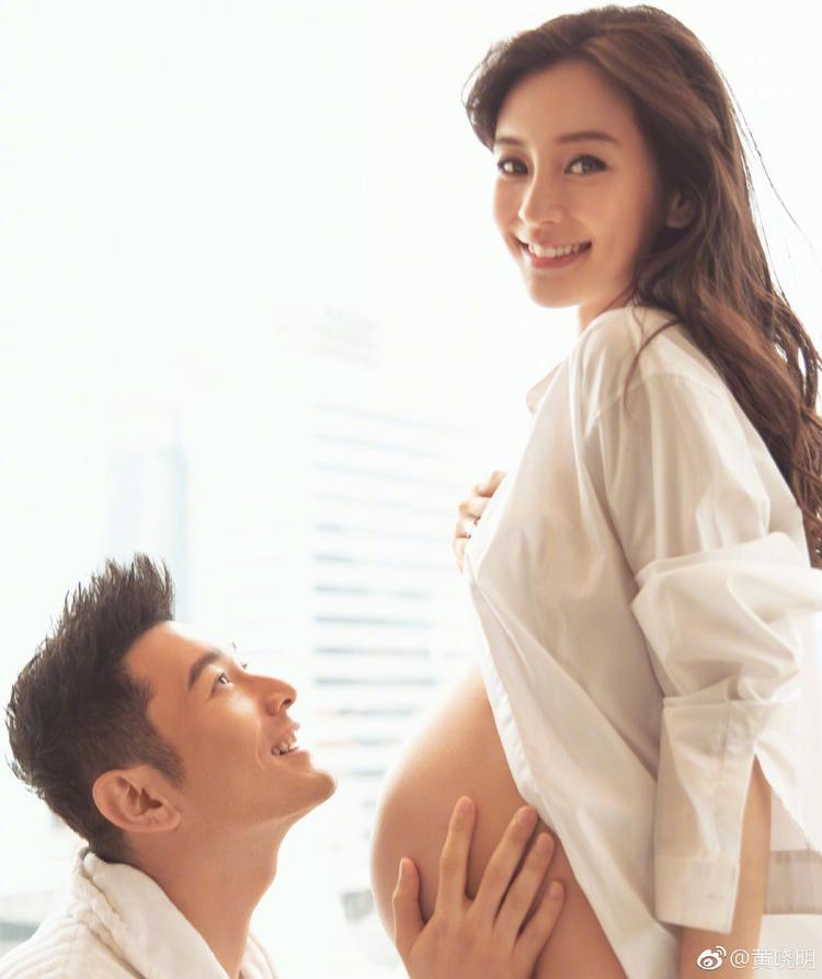 Huỳnh Hiểu Minh hạnh phúc khoe ảnh vợ bụng bầu.