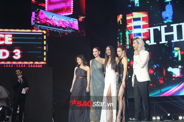 Khoảnh khắc HLV Marsha xuất hiện trên sân khấu cùng Grace và Cris khiến cho chiến thắng thêm phần ý nghĩa.