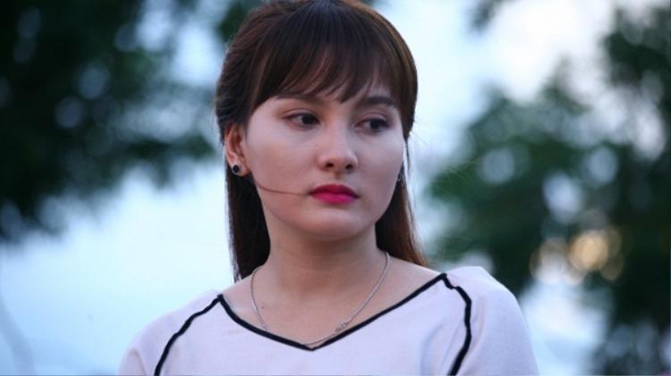 Nếu bà Phương là người kỹ tính, chăm lo cho con trai thái quá, thì Minh Vân là nàng dâu hiện đại, độc lập.