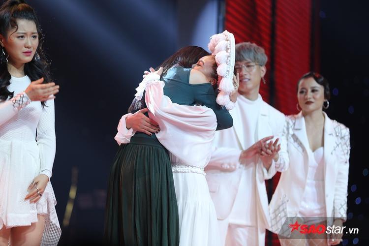 """HLV Đông Nhi quyết định lựa chọn Han Sara và loại đi """"bà mẹ một con"""" Giáng My."""