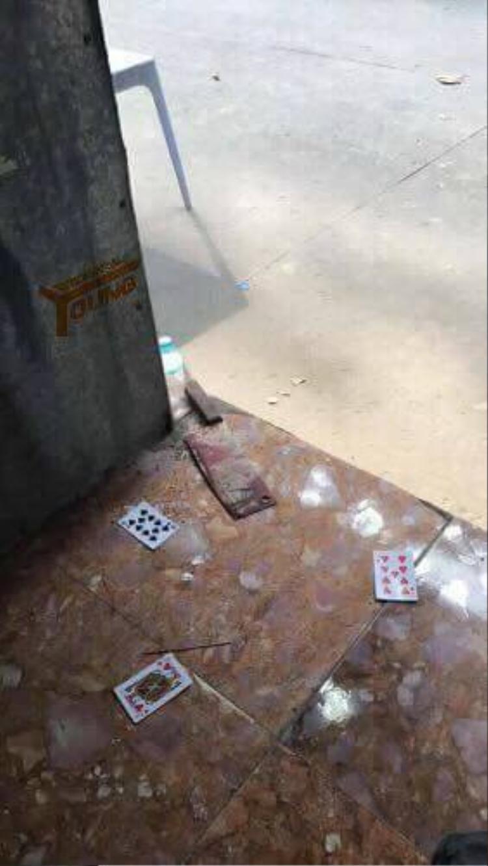 Con dao gây án của nghi phạm vứt tại hiện trường vụ giết người.