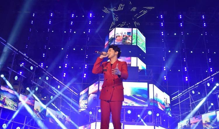 Giữa lùm xùm hủy show, Noo Phước Thịnh trở thành tâm điểm trong đêm nhạc.