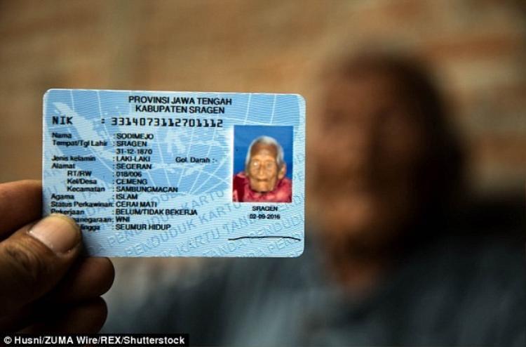 Ngày sinh trên thẻ căn cước của cụ Mbah Gotho được ghi là ngày 31 tháng 12 năm 1870.