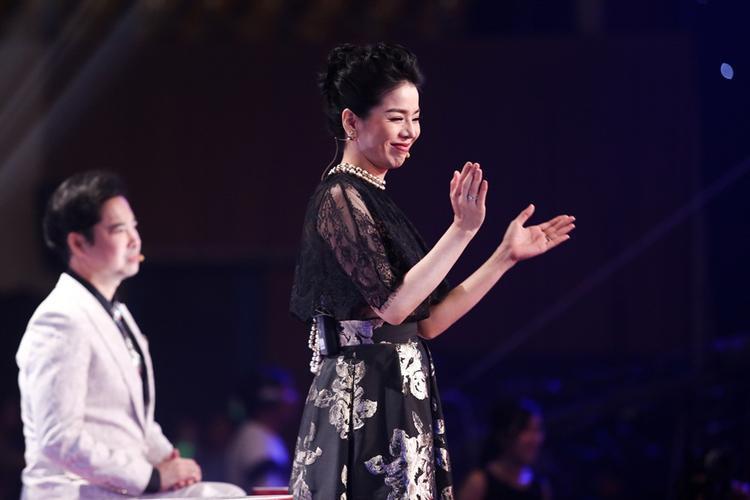 Quang Lê, Mr.Đàm và Ngọc Sơn gây khó cho Lệ Quyên khi chọn cả hai nàng thơ Mai Hường  Ý Linh