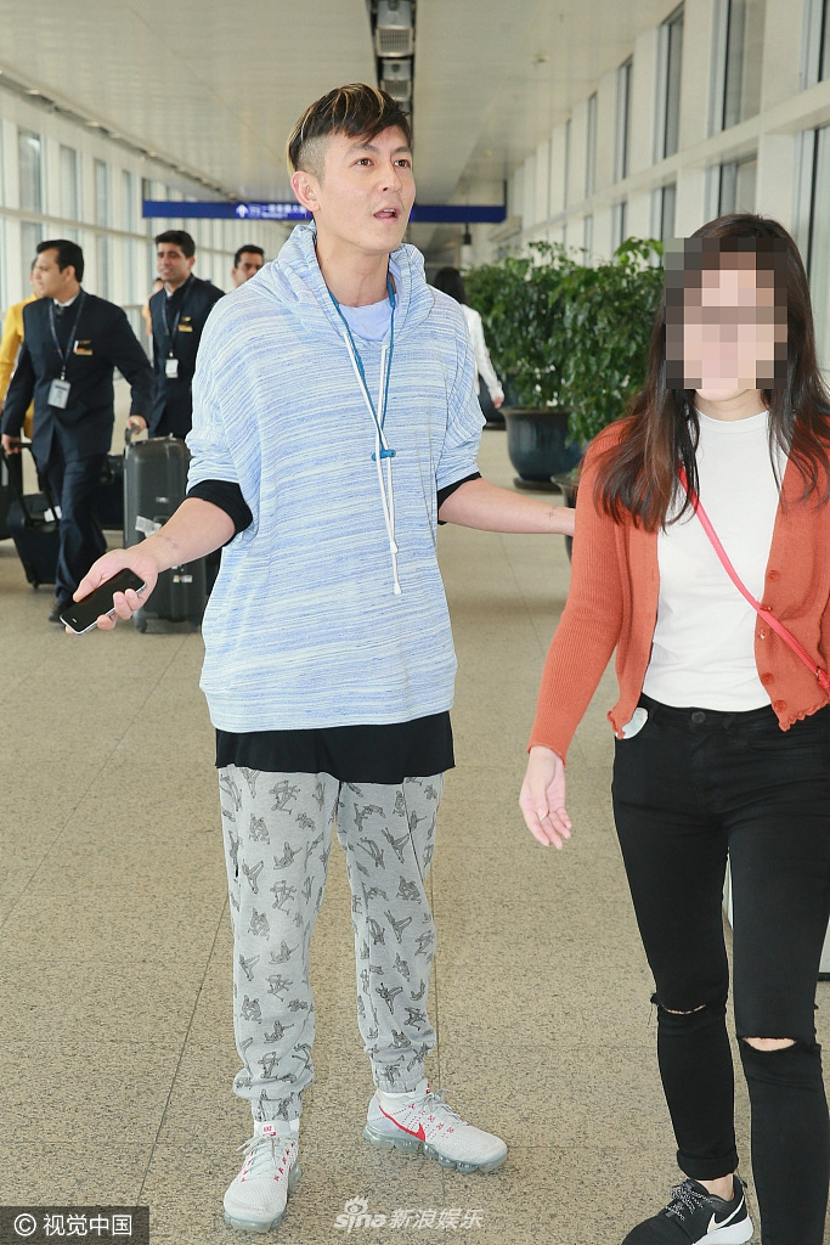 Trần Quán Hy đăng trạng thái khó hiểu sau khi gây hấn với phóng viên