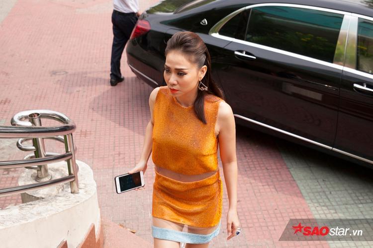 Thu Minh nổi bật xuất hiện tại buổi ghi hình.