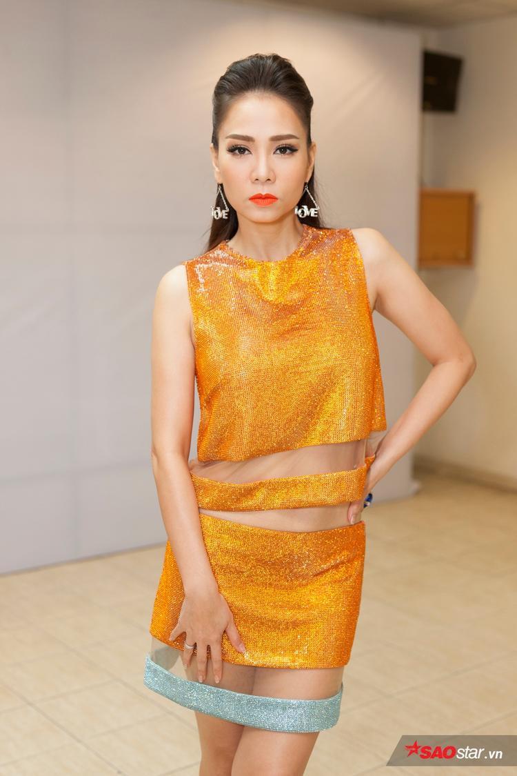 Thu Minh khoe eo con kiến, nổi bật cùng Noo  Nhi  Tiên tại ghi hình vòng Bán kết The Voice