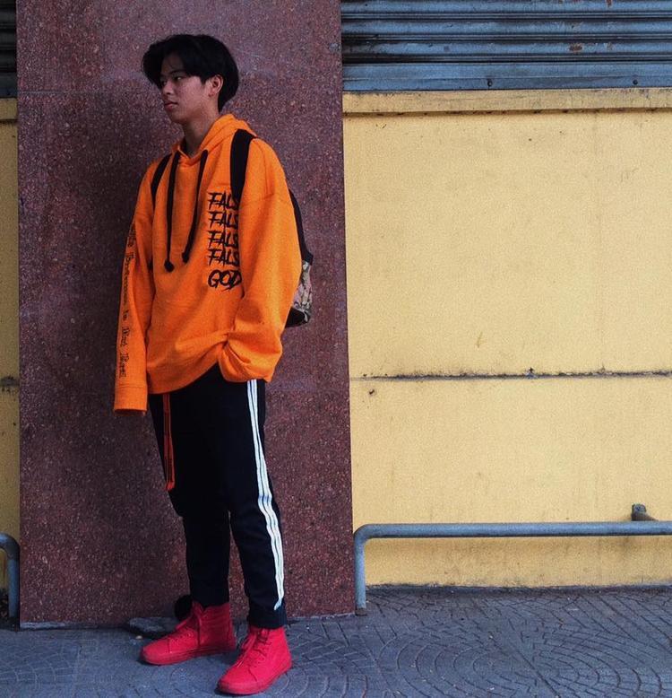 Màu cam được xuất hiện nhiều ở những chiếc áo hoodie tay dài.
