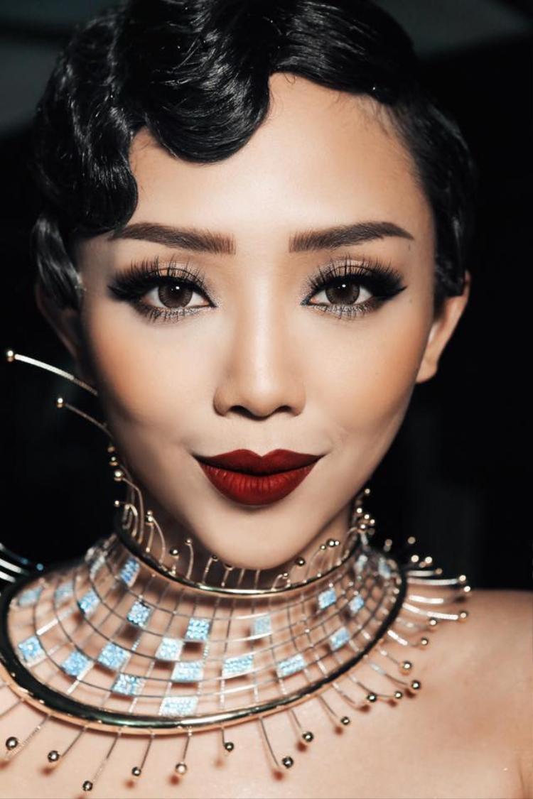 Quyến rũ và sắc sảo vốn là hình ảnh ghi dấu ấn trong lòng fan của cô nàng trước đó.