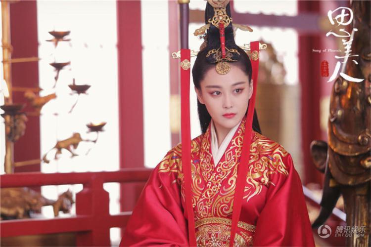 Trương Hinh Dư rất đẹp nhưng không đủ cứu cả bộ phim.