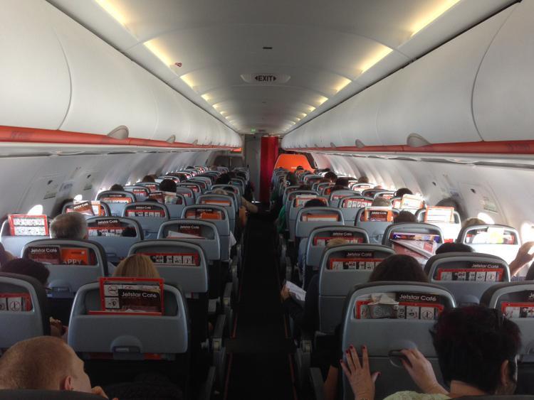 Được nhiều khách hạng vì mức giá vừa túi tiền, tuy nhiên Jetstar lại không làm hài lòng khách hàng.