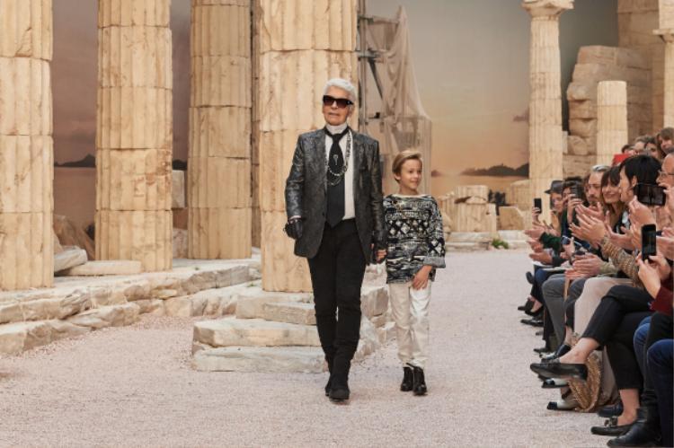 Cám ơn Karl Lagerfeld vì ngài đã mang đến muôn vàn điều tuyệt vời cho nền công nghiệp thời trang hiện nay.