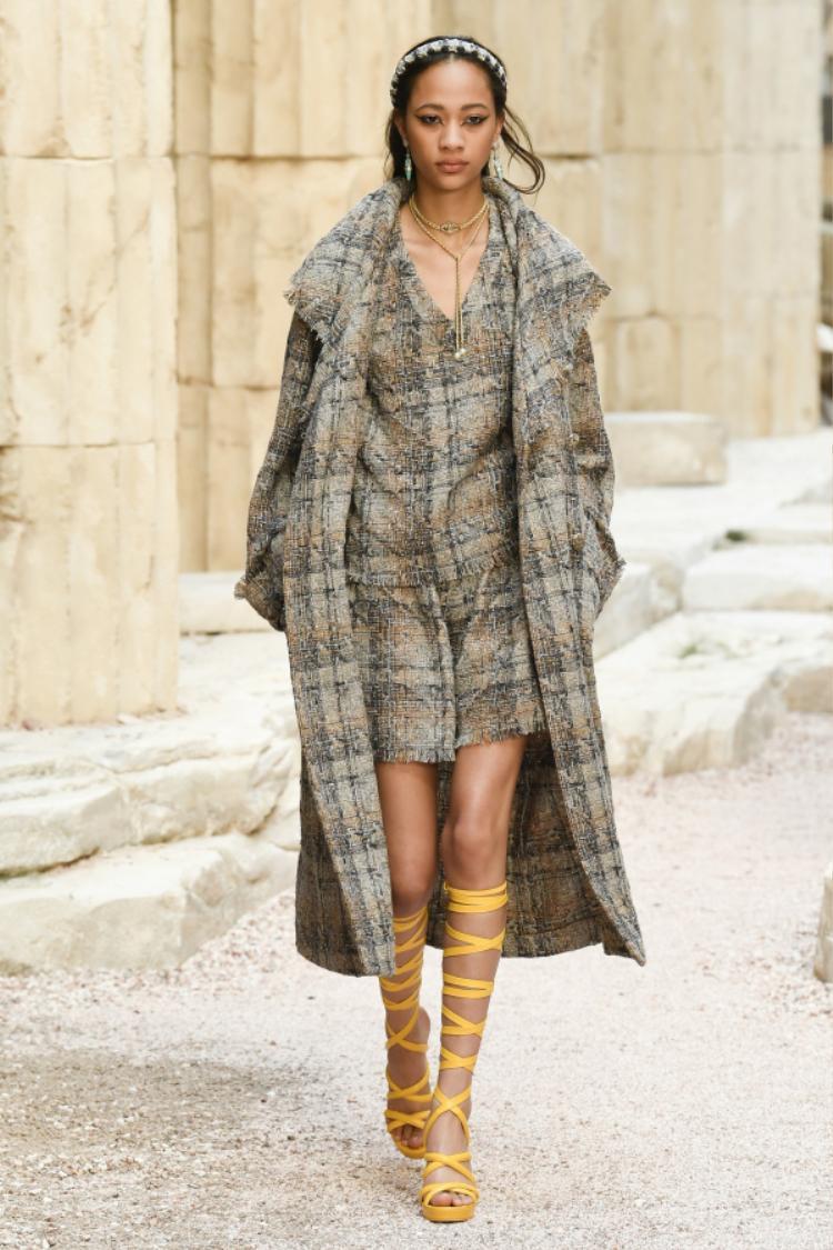 Chanel luôn trở thành nhà mốt dẫn đầu vì những những thiết kế thay đổi từng ngày và mang đậm tư duy đi trước thời đại.