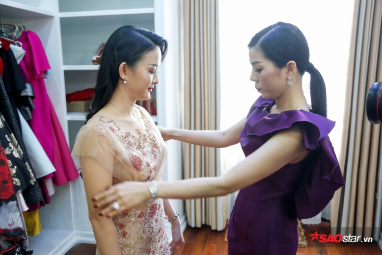 Tự tay chọn lựa 800 bộ váy dạ hội, HLV Lệ Quyên đã sẵn sàng cho đêm thi đầy gay cấn của học trò