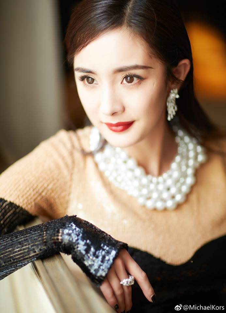 Kors khẳng định ở Dương Mịch có một vẻ đẹp bí ẩn và sang trọng.