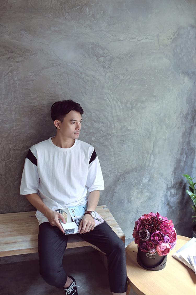 Nam diễn viên đang có tình yêu với cô bạn gái sinh năm 1994, tên Bạch Dương.