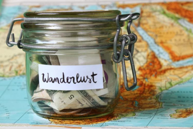 Về kinh phí cho chuyến đi, bạn nên dành ra một khoản dư nhất định để đề phòng rủi ro. Đừng chỉ dung thẻ thanh toán mà hãy mang tiền mặt và chia nhỏ ra. Vì mất thẻ là mất hết đấy bạn ạ!