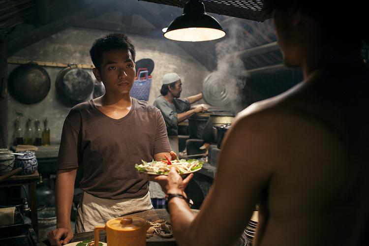 Phạm Hồng Phước cũng có một vai diễn quan trọng trong Đảo của dân ngụ cư.
