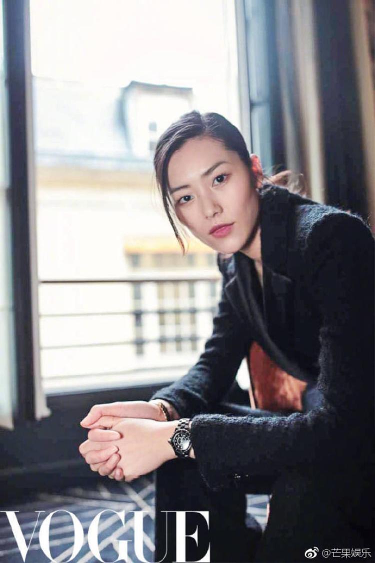 """Sau thảm đỏ Met Gala diễn ra ở Mỹ, Lưu Văn xuất hiện đầy """"nam tính"""" tại kinh đô thời trang của nước Pháp."""