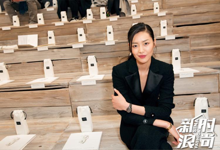 Năm 2009, siêu mẫu đến từ tỉnh Hồ Nam, Trung Quốc là siêu mẫu đầu tiên của châu Á sải bước trên sàn diễn của thương hiệu Victoria Secret.