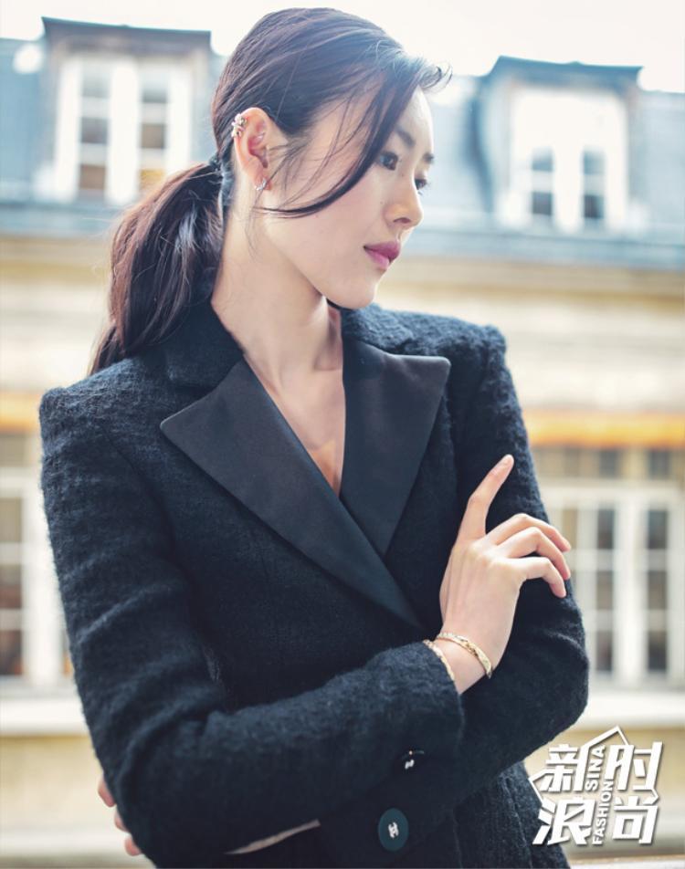 Năm 2007, cô được Joseph Carle - hiện tại là giám đốc sáng tạo của tạp chí Marie Claire phát hiện trong một buổi casting ở Bắc Kinh.