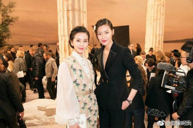 Lưu Thi Thi lần đầu tiên đụng độ chân dài đình đám của thương hiệu Victoria Secret