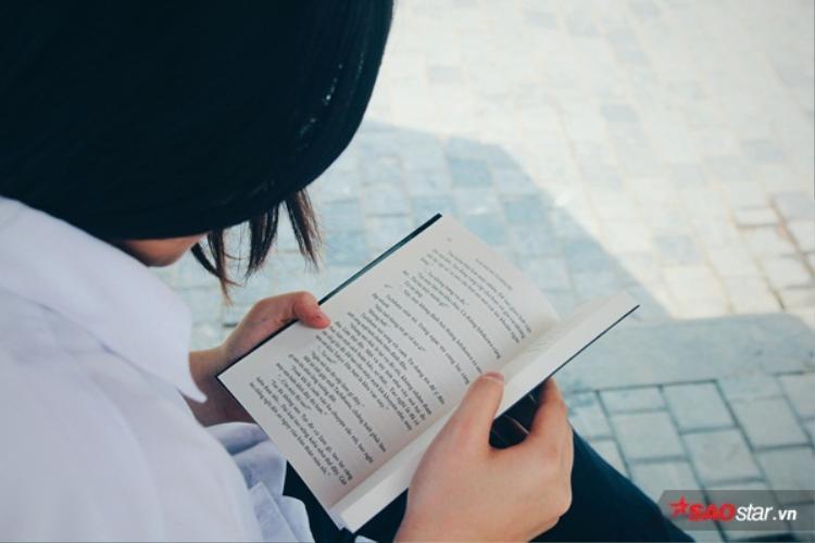 """""""Ngấu nghiến"""" những cuốn sách hàng giờ đồng hồ."""