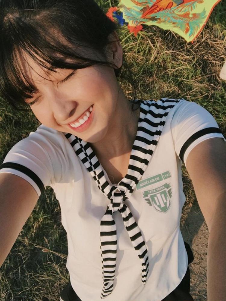 Cô gái nhỏ luôn nỗ lực không ngừng để tích lũy kinh nghiệm và phát triển các kỹ năng trong lĩnh vực diễn xuất. Kim Chi hy vọng công chúng sẽ nhìn nhận mình như một diễn viên chuyên nghiệp chứ không phải dưới danh nghĩa một hotgirl đóng phim.