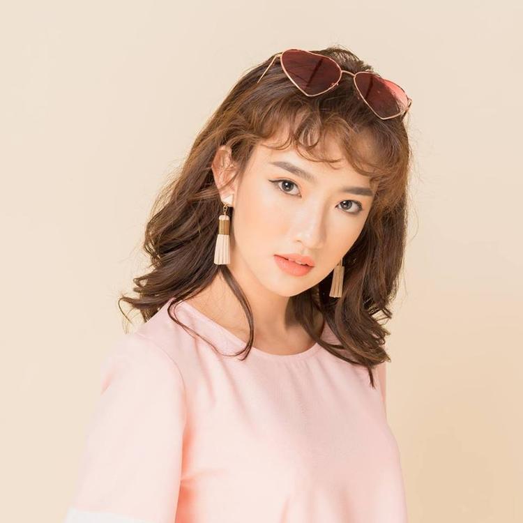 Cô gái xinh xắn này cũng góp mặt bên cạnh vai diễn của Đỗ Nhật Trường trong series phim Chàng trai của em.