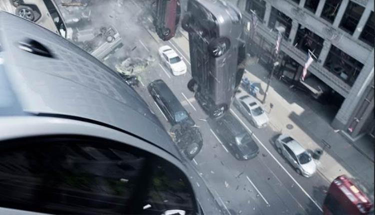 """Cảnh quay """"xe rơi"""" được đánh giá là một trong những phân cảnh nổi bật nhất của Fast & Furious 8."""