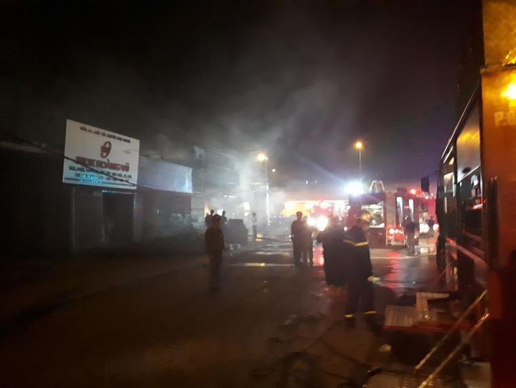 Cháy xưởng, hàng ngàn chiếc điều hòa bị thiêu rụi