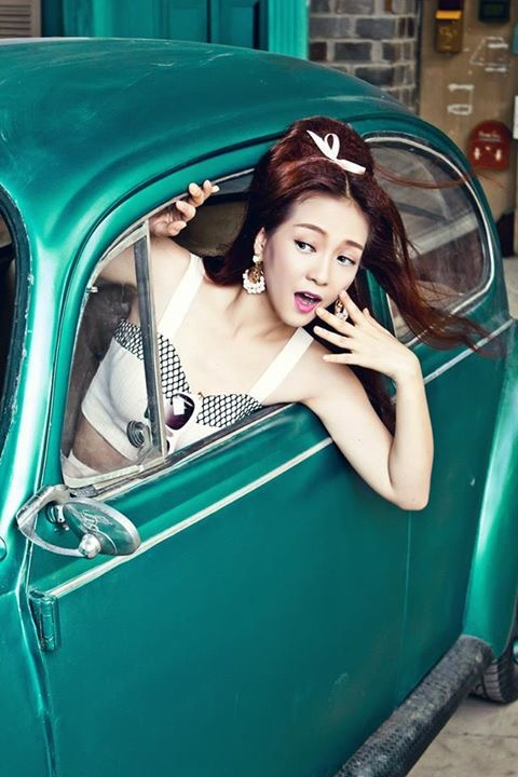Chiếm đầu bảng về phong cách Hàn Quốc, liệu Hari Won đang có người bí ẩn nào chống lưng?